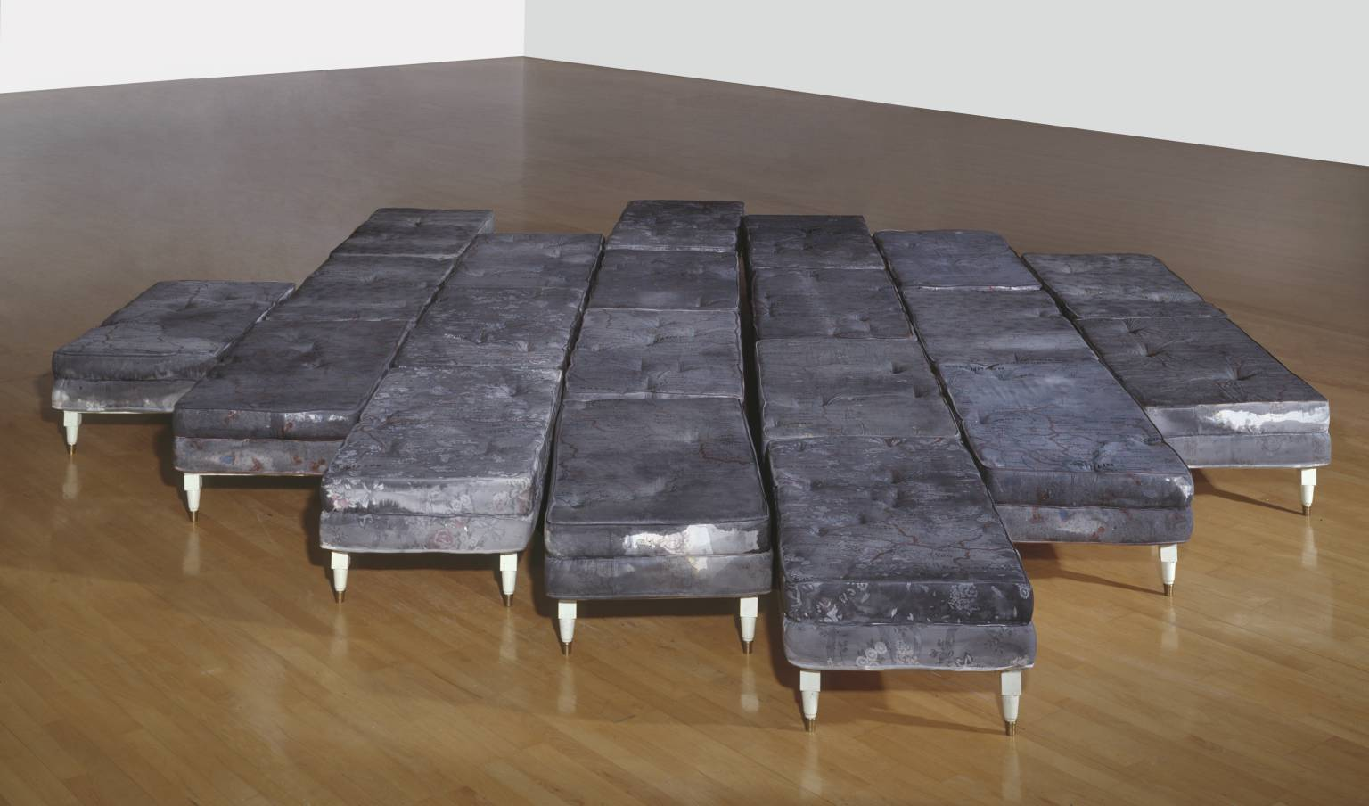 Guillermo Kuitca, Le Sacre (1992), Installation at TATE